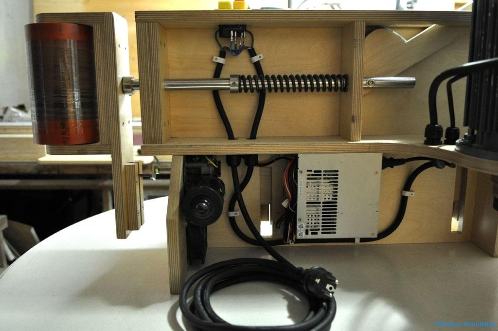 10_Wischermotor, 12V Wandler und Bandspannungsmechanismus.JPG